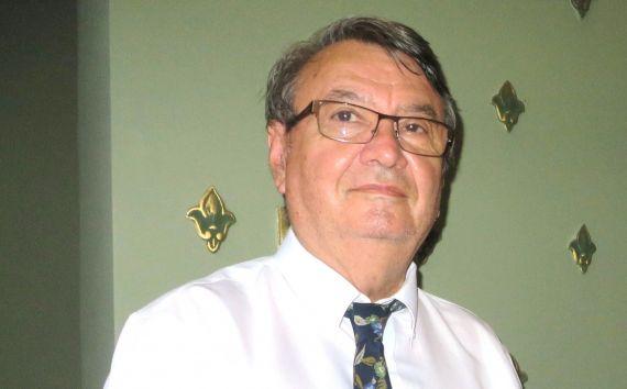 8 El poeta y traductor Ion Deaconescu