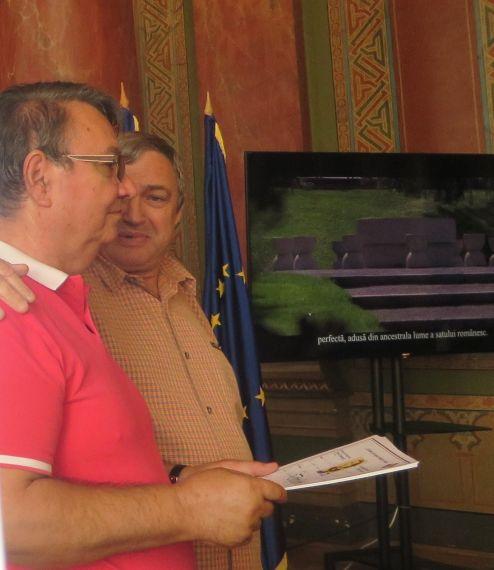 9 Los poetas Ion Deaconescu y Spiridon Popescu, en Târgu Jiu