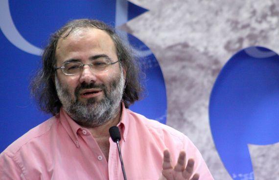1 El poeta Alfredo Pérez Alencart, durante la presnetación salmantina del libro (foto de José Amador Martín)