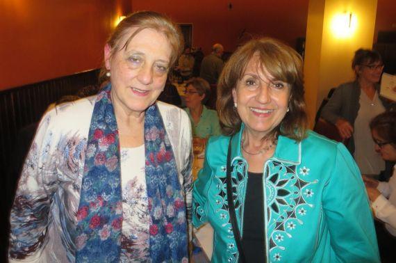 10 Carmen Ruiz Barrionuevo y la poeta y catedrática colombiana Luz Mary Giraldo
