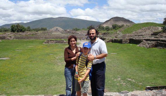 13 Familia en Teotihuacán (México, 2007)