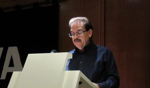 3 El poeta Santiago Redondo Vega, durante su intervención