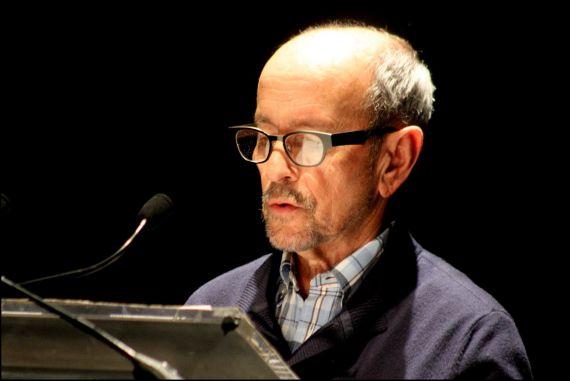 9 Emilio Mozo leyendo la traducción de Stuart Park