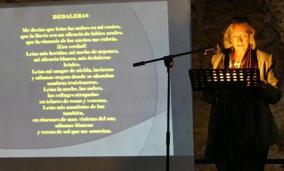 1 La poeta portuguesa Maria do Sameiro Barroso, leyendo su poema