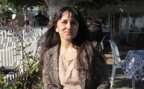 9 la poeta turca Müesser Yeniay