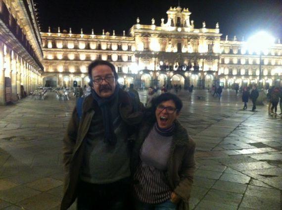 7 Sol y José Carlos de Nóbrega en la Plaza Mayor de Salamanca