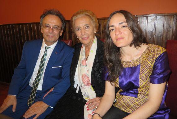 2 Pilar Fernández Labrador con José Pulido e Ingrid Valencia, ganadores de la tercera edición (foto de J. A. Polanco)