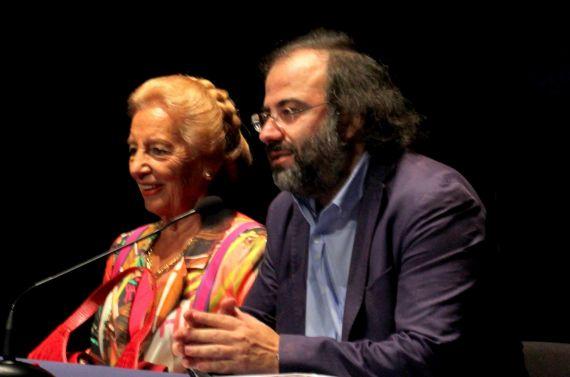 6 Pilar Fernández Labrador y A. P. Alencart, coordinador literario del premio (foto de José Amador Martín)