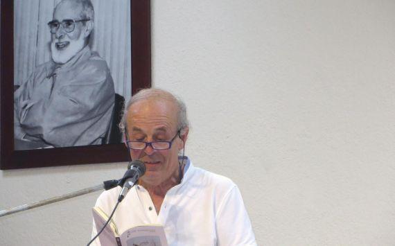 1 Emilio Coco leyendo en la Universidad Centramaericana de Managua