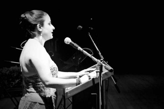 1 La poeta costarricense Paola Valverde