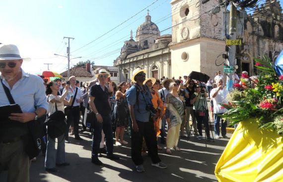 12 Emilio Coco, Walter Rafaelli y otros poetas por las calles de Granada