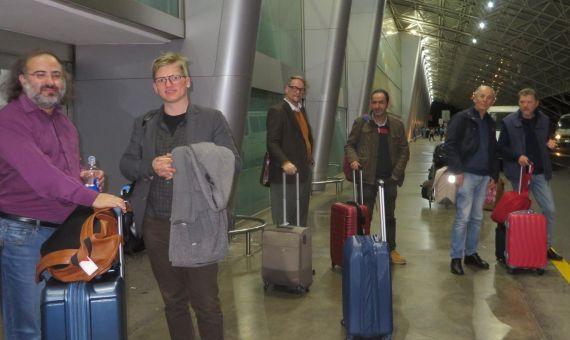 6 Alencart, Glaz Serup, Sigurdsson, Raissouni, Coco y Raffaelli, saliendo del aeropuerto de Managua