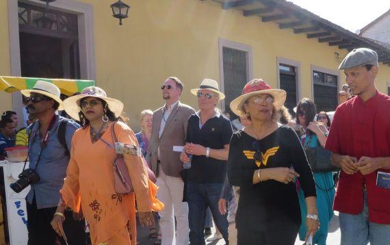 7 Emilio Coco entre los poetas que participaron en el Carnaval poético de Granada