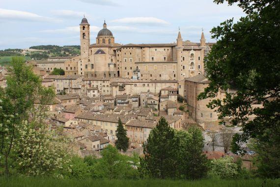 14 La ciudad de Urbino, donde vive el poeta (foto de G. D.)