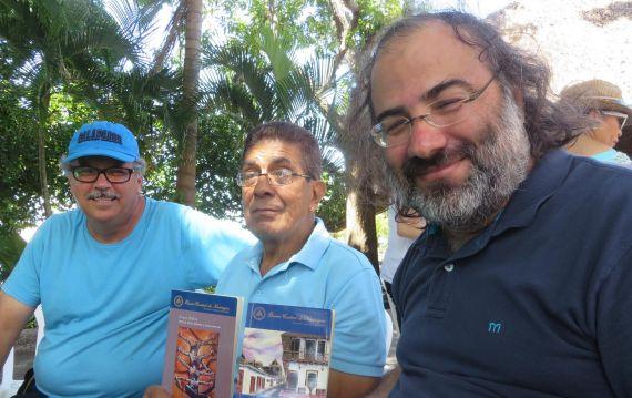 4 Uriarte con Edmundo Retana (Costa Rica) y Alfredo Pérez Alencart (Perú-España))