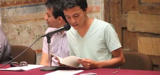 4A Samuel Lagunas en una lectura poética