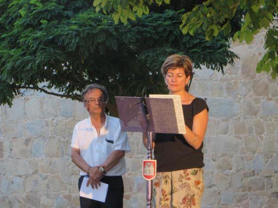6 María Ángeles Pérez López, en las murallas de Ávila