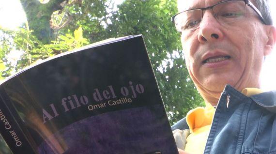 7 Omar Castillo con su nuevo libro