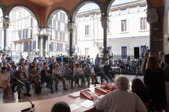 17 Beppe Costa y otros poetas leyendo en Mantua