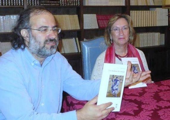 2 A. P. Alencart y Maria do Sameiro Barroso, presentando Los molinos del tiempo, en Salamanca (foto de J. Alencar)