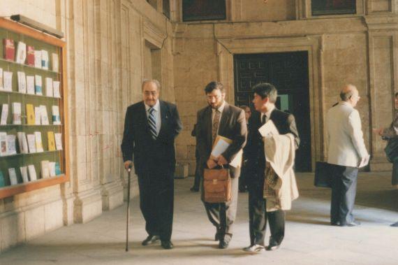 4 Baquero, Alencart y Shimose en los pasillos de la Pontificia (1993, foto de Jacqueline Alencar)