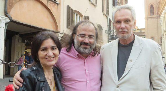 5 Jacqueline Alencar, A. P. Alencart y el poeta y periodista Stefano Iori (foto de Paula Castagna)