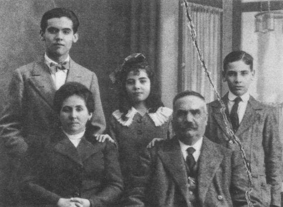 2 La familia, en torno a 1912