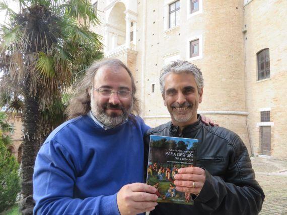 3 Alencart con el traductor Gianni Darconza, poeta y profesor en la Universidad de Urbino (foto de J. Alencar)