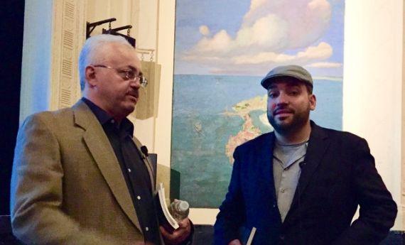 4 El poeta Pedro López Adorno junto al poeta y crítico Urayoán Noel (Foto de David Cortés Cabán)