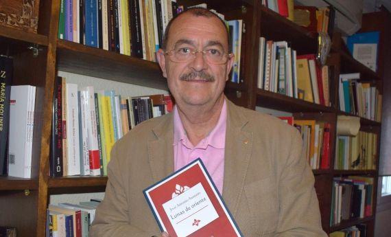 1 José Antonio Santano con su nuevo poemario