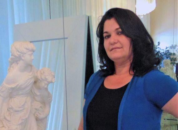 1 La poeta cubana Odalys Interian