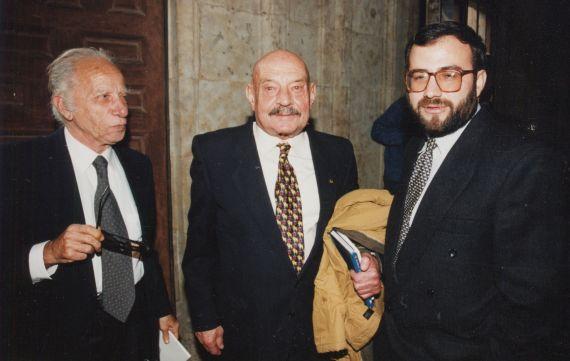 12 Alejandro Romualdo, José Hierro y A. P. Alencart, en Salamanca (1998 foto de Luis Monzón)