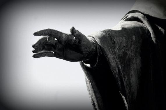 6 Detalle de la estatua de Fray Luis de León (José Amador martín)