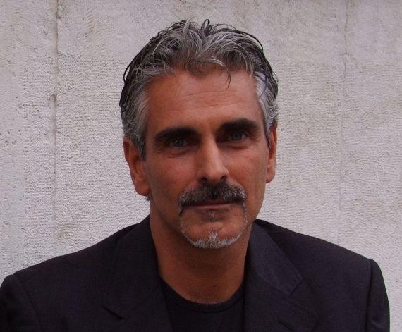 11 El poeta y traductor Gianni Darconza