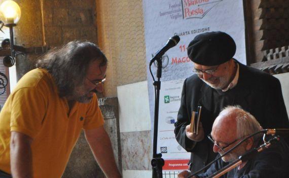 3 Los poetas Alencart, Antonino Caponnetto y Umberto Piersanti, en Mantua (foto de Paola Castagna)