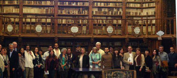 3 Poetas de los Encuentros iberoamericanos, en una de las visitas oficiales a la Biblioteca Histórica de la Usal. Fotografía de José Amador Martín