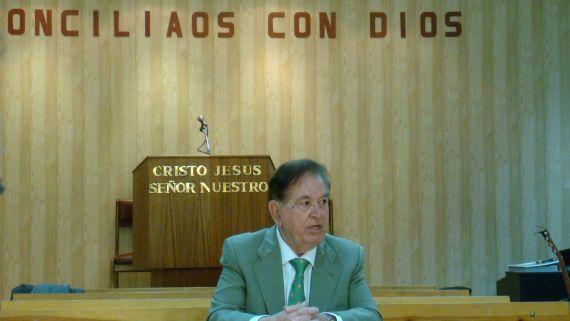 5 El escritor Juan Antonio Monroy, en la Iglesia Cristiana Evangélica de Salamanca