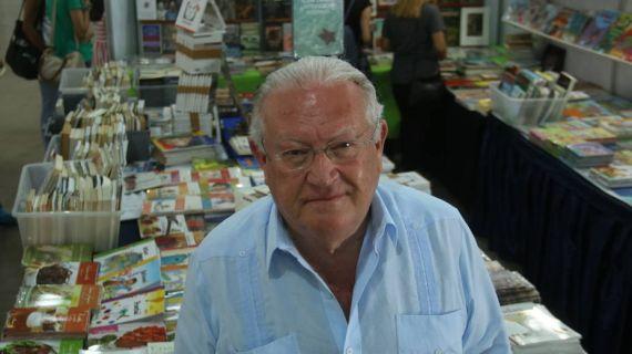 1 El escritor Juan José Armas Marcelo