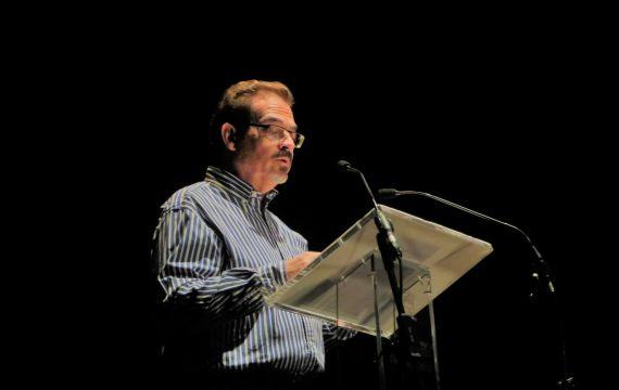 1 Santiago Redondo Vega leyendo en el Liceo de Salamanca