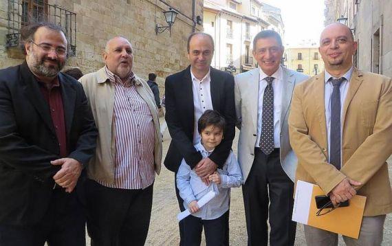 3 Los poetas Alencart, Viloria, Herrero, Fonseca y Gonzalez Iglesias, en la calle Compañía (foto de Jacqueline Alencar)