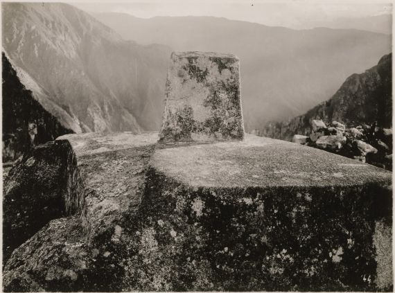 7 Intihuatana o reloj solar, de Martín Chambi (Machu Picchu, 1928)