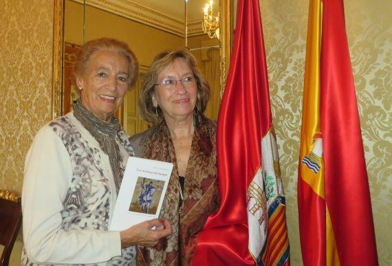 7 Pilar Fernández Labrador y María do Sameiro Barroso en el Ayuntamiento de Salamanca (foto de Jacqueline Alencar)