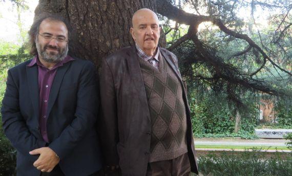 8 Alfredo Pérez Alencart y Carlos Nejar, en los jardines de la Residencia de Estudiantes (foto de J. Alencar)