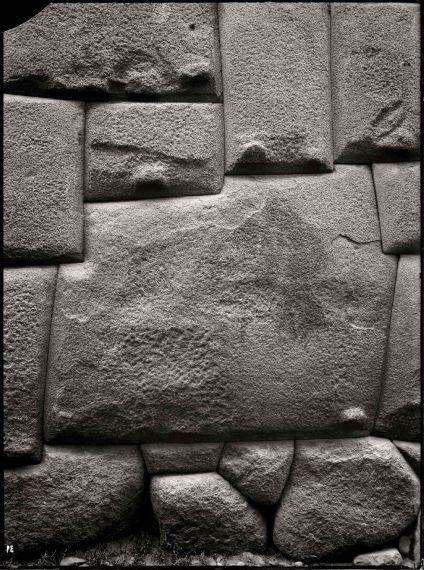 9 La piedra de los doce ángulos, de Martín Chambi