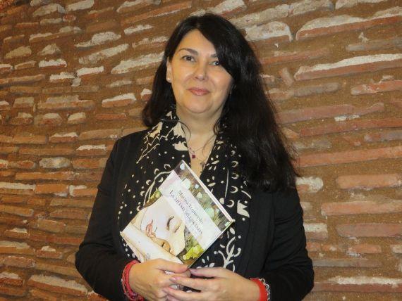 1 Marina Izquierdo, con su libro La mitad silenciada, en el Salamanca (foto de Jacqueline Alencar)