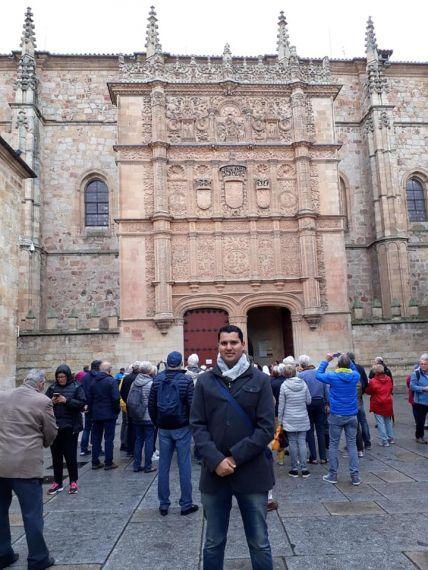 2 Olivas ante la fachada del Edificio Histórico de la Universidad de Salamanca