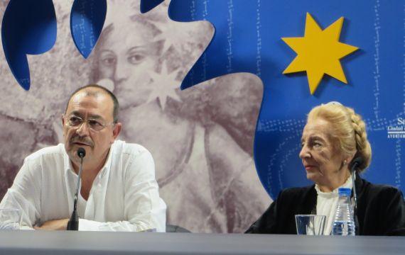 4 Santano con Pilar Fernández Labrador, en la Sala de la Palabra (Foto de Jacqueline Alencar)