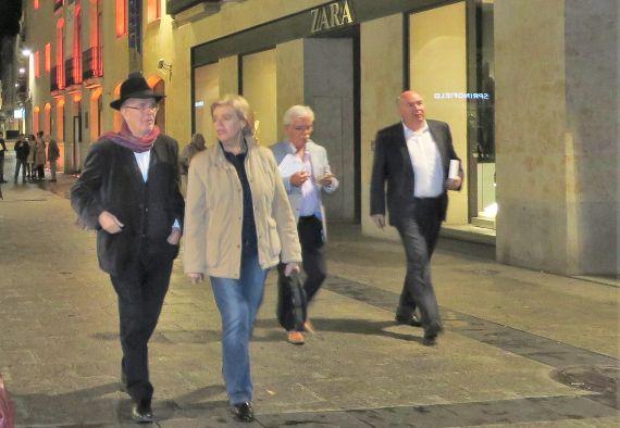 7 Antonio Hernández y María Sanz caminando por las calles de Salamanca (foto de Jacqueline Alencar)