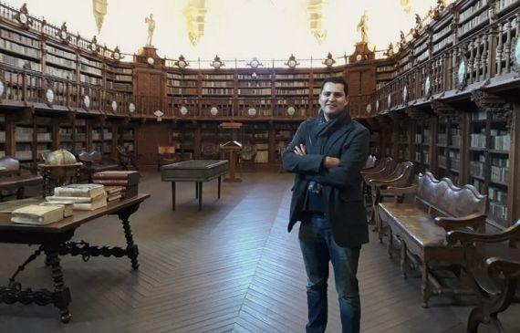 7 Juan Carlos Olivas en la Biblioteca Histórica de la Usal