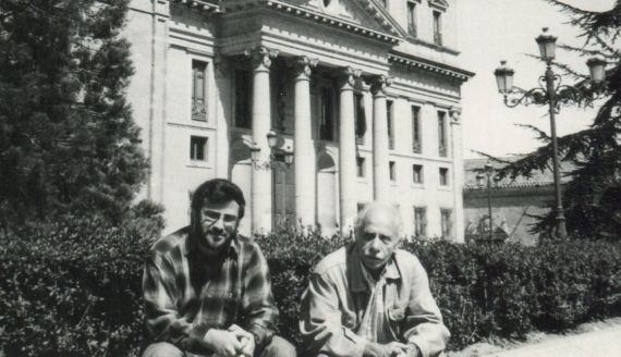 8 Alencart y Romualdo en la Plaza de Anaya (1992. foto de Jacqueline Alencar)
